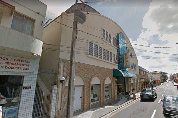 Prédio que abrigava o Auto Center HM de Ponta Grossa