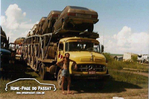 Caminhão cegonha antigo
